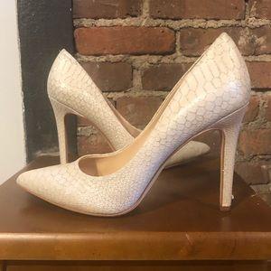Sz 8 Vince Camuto ivory snakeskin stiletto heels!